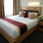 Days Hotel & Suites by Wyndham Hamilton