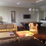 Suite 902