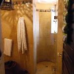 Ambar Suite bathroom