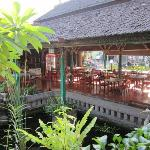 Breakfast and restaurant area.