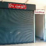 Front of D's Corner & Guesthouse