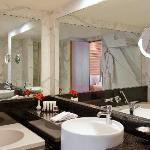Black and marbels bathrooms are the signature of luxury.