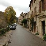 Rue principale du village de Brousse le château