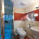 Domain Apartment en suite bathroom to African bedroom