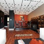 Bijou Apartment-living/dining area