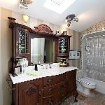 2010 Room en suite bathroom