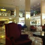 холл отеля, даже здесь можно приятно провести время