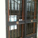 Las puertas del museo cerradas como no....