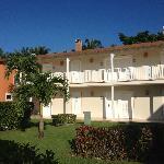 chambres (8 par villa) coté droit et coté gauche de l'hotel