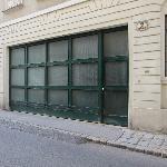 street access to room (garage door + adjacent service door to parking garage