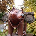 Bear with bier barrels with the Freising Bear