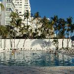 La piscine, face à la plage