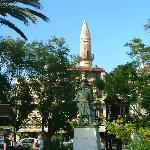 Il minareto vicino alla porta cittadina