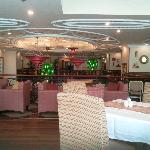 Breakfast & dining area on mezzanine level.