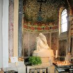 Sarkophag im Eingangsbereich