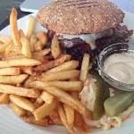Burger + chips