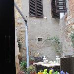 il cortile interno_colazioni d'estate