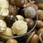 Warm Macadamia nuts and treats on the Sun-air taste tour