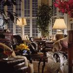 Four Seasons Hotel Singapore - Living Room