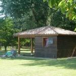 Pool house avec terrasse près de la piscine La Ferme de Myriam