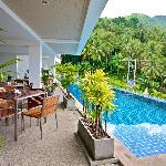 Swimming Pool and Breakfast area