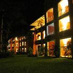 Vue de soir du complexe Colonial