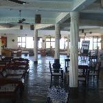 Il salone da cui si accede al ristorante e al bar principale.