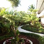 Hilo Seaside Hotel courtyard