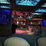 Une vue du piano/bar