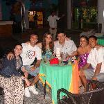 Con amigos en la Fiesta Mexicana del hotel