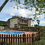 Hotel y recinto piscina