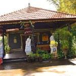 Melanting Cottages-entrance front office