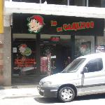 Restaurantes e lanchonetes do outro lado da rua do hotel