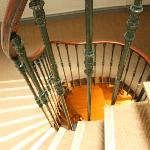 Escalier colimaçon du 19ème siècle (hôtel sans ascenseur)