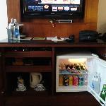 mini-bar and tv console