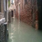 la rue de l hotel pendant les innondations
