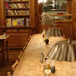 La grande table pour le brunch au Tabl'O Gourmand