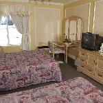 Chambre régulière (2 lits queen)