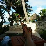 piscina in camera e vista sulla spiaggia