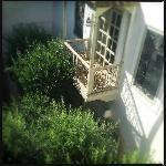 Vue des terrasses sur la chambre au balcon