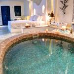 Santorini | Astarte Suites | Honeymoon suite private Jacuzzi