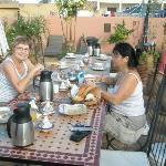 Petit déjeuner sur la terrasse, au mois de novembre...
