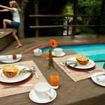 Lodge_Breakfast by the pool