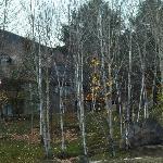 Foto de algunas instalaciones del hotel, tomada desde el estacionamiento