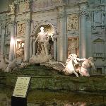 "lotte world "" fake fontana di trevi"""