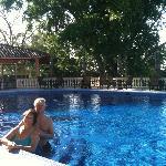 Sun & pool