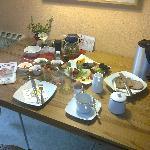 der liebevoll und reichhaltig gedeckte Frühstückstisch (nachdem ich fertig/satt war...)