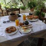 Petit déjeuner à volonté et large choix de produits de qualité