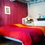 Le King Size Bed de la chambre mauve (rez-de-chaussée).