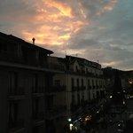 vista dalla terrazza della stanza dell'ultimo piano. vista su piazza Tasso e corso Italia